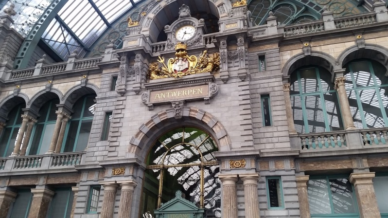 Antwerp Train Station 2.jpg
